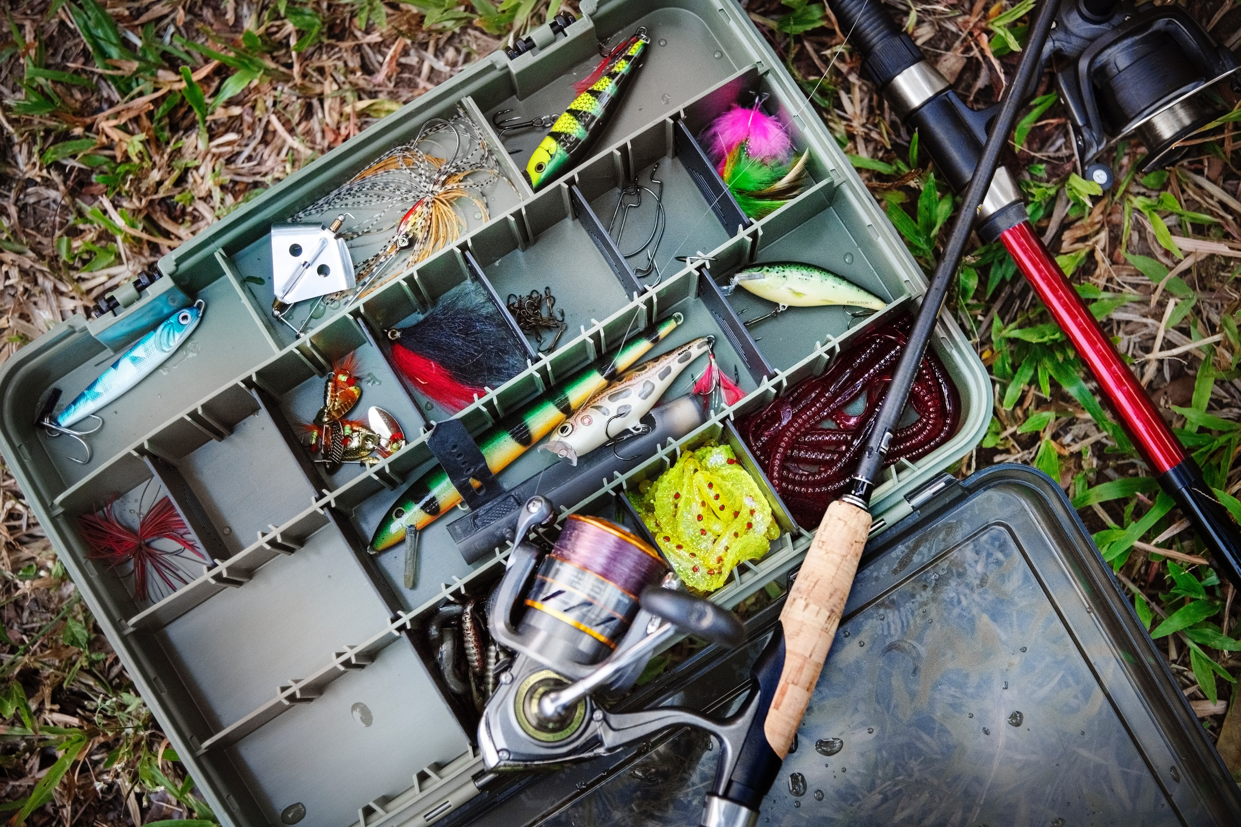 What are the fishing tackle rules for Ontario lakes?
